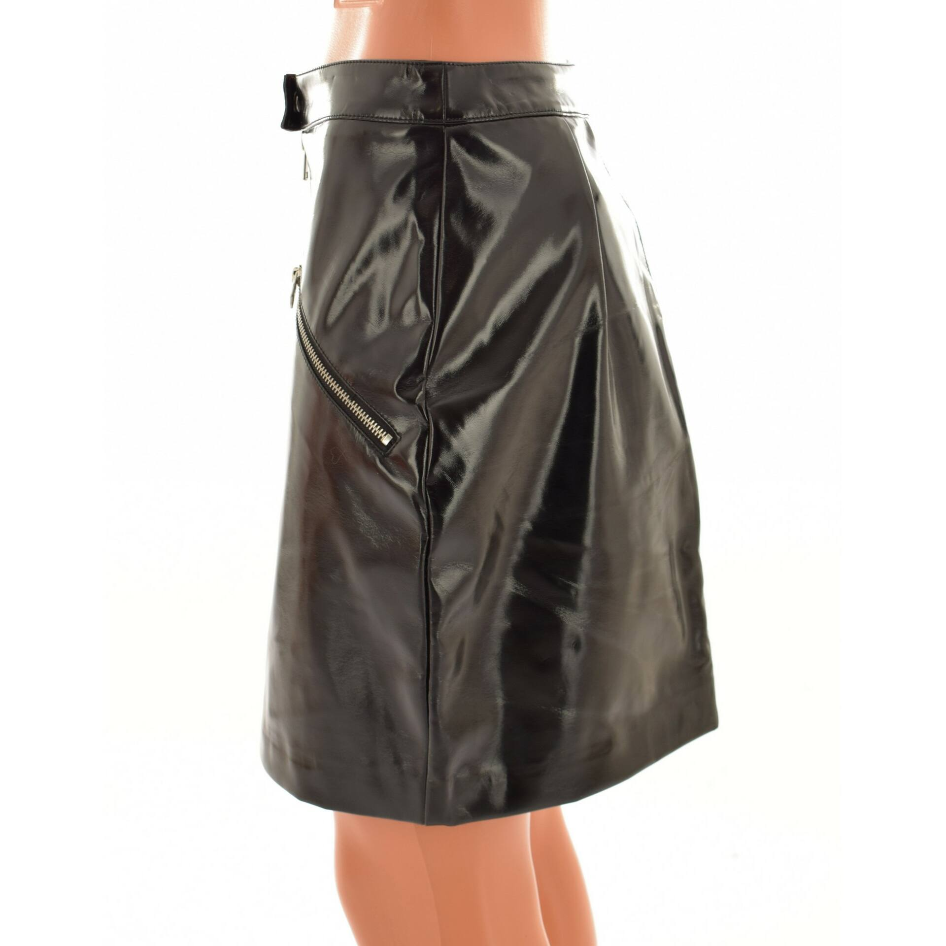 Modern fekete színű lakk szoknya (Méret  XS) - Szoknya - Öltözz ki ... 76ff5ce0ba