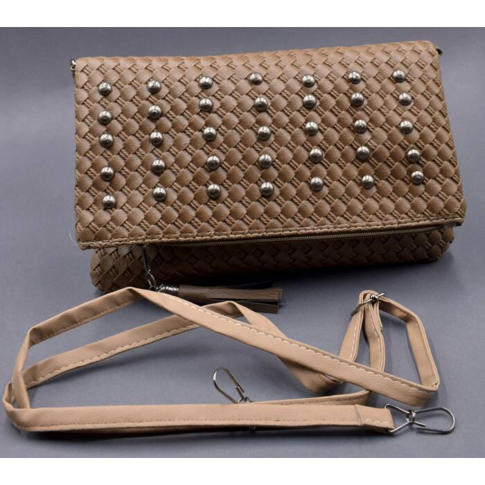 Barna szegecselt női táska (Méret  Méretezés nélkül ) b99dc99903